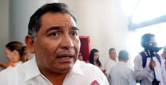 A Víctor Caballero Durán le avisaron que sacara todos sus ahorros, ya que la empresa se declararía en quiebra, por lo que sólo notificó a sus familiares y amistades.